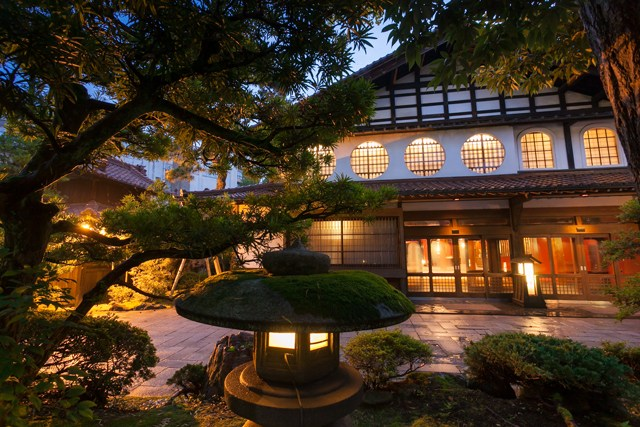 nishiyama-onsen-keiunkan-most-old-hotel-in-the-world, GoRoamin Travel Blog