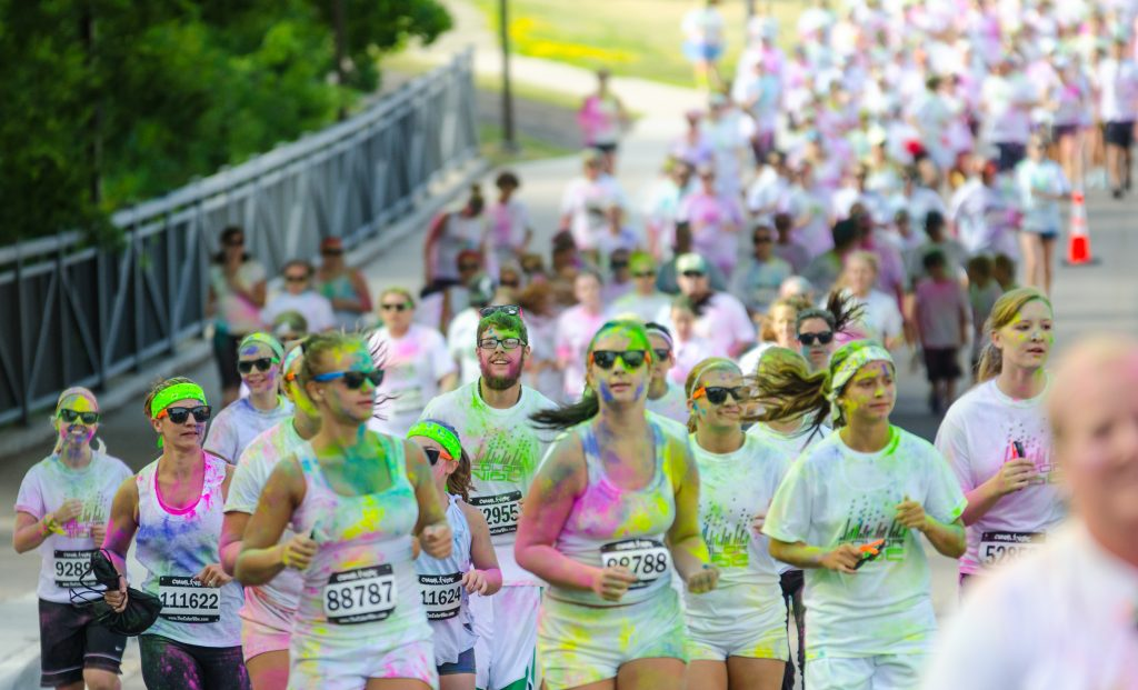 Minneapolis color run, Festival of colors. GoRoamin Travel Blog